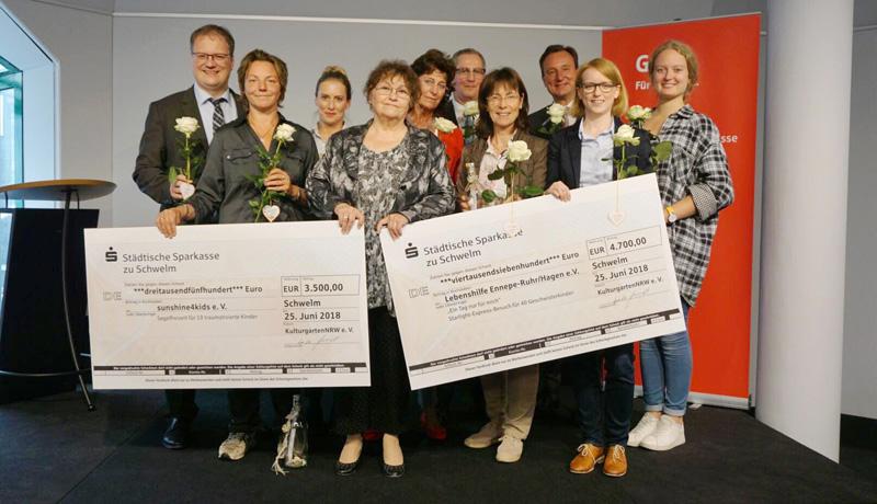 """Spendenübergabe für die Kinder der Aktion """"Flachenpost"""" an sunshine4Kids und Lebenshilfe"""